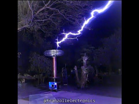 powerful tesla coil in my backyard #Shorts