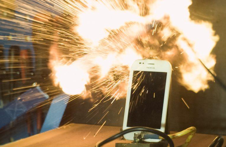 Nokia Lumia 710 Exploding in Slow Motion 1000fps