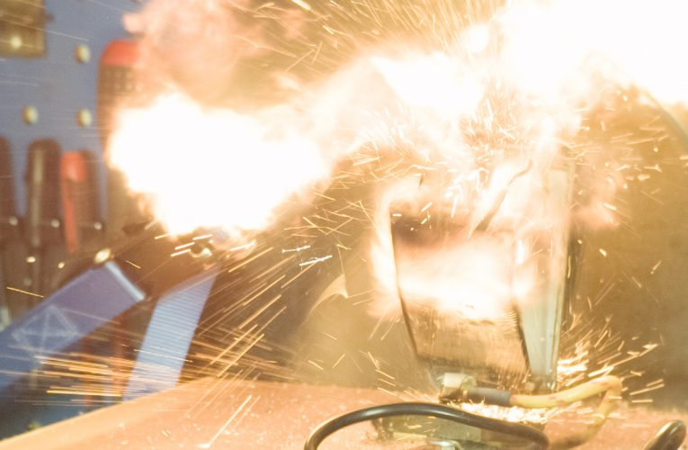 Samsung S4 Mini Explodes in Slow Motion 1000fps
